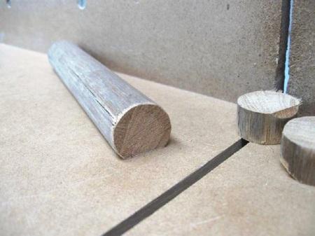 Flattening a Dowel / Aplanir un goujon (tourillon)