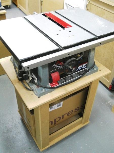 Benchtop Table Saw Stand & Outfeed Table / Base et support arrière pour banc de scie d'établi