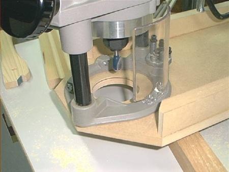 Drill Press Overhead Router Jig / Gabarit pour toupie (défonceuse) inversée sur perceuse à colonne