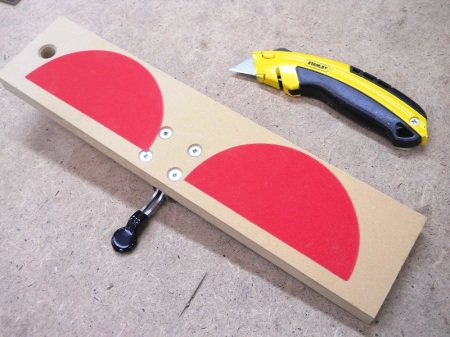 Crosscut Sled Down-pressure Holder / Poussoir de serrage pour plateau à tronçonner