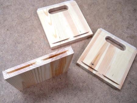 Tiny Wooden Crate + Gifts / Petite caisse en bois + Cadeaux